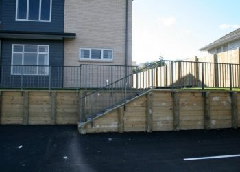 Timber_retaining_wall_stairs_KM_Designs-85-800-600-80